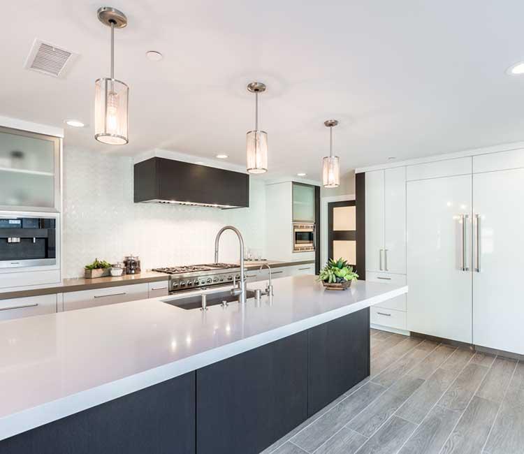 Modern Kitchen by KCS